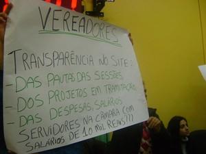 Grupo faz protesto silencioso durante sessão na Câmara de Vereadores de Santo Ângelo (Foto: Jean Prado/ RBS TV)