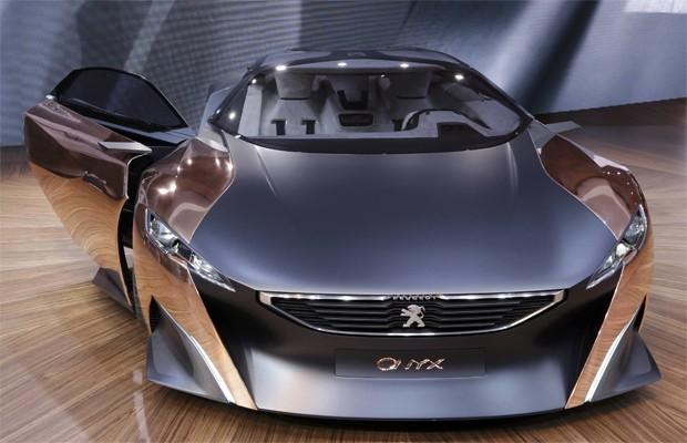 Peugeot Onyx tem dois motores: um a combustão e outro elétrico (Foto: REUTERS/Christian Hartmann)