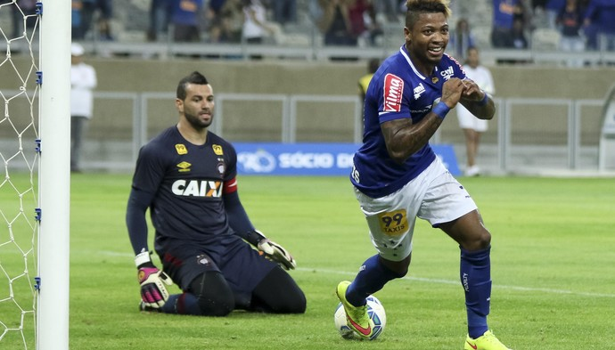 Marinho comemoração Cruzeiro x Atlético-PR (Foto: Futura Press)