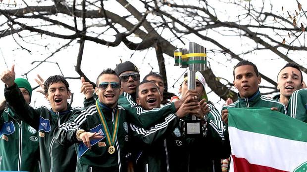 carreata de comemoração do título do Palmeiras na Copa do Brasil (Foto: Werther Santana / Ag. Estado)