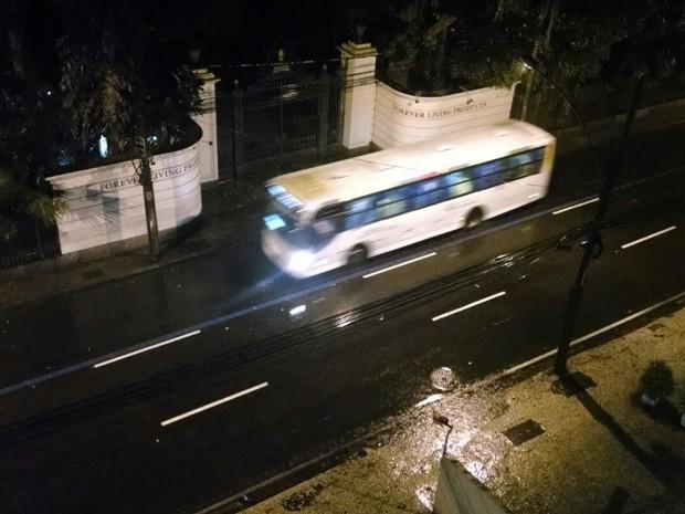 Chuva e pouco trânsito na Rua São Clemente, em Botafogo, Zona Sul (Foto: Cristina Boeckel/G1)