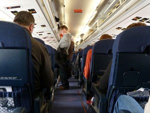 Corredor de avião (Foto: Creative Commons/Uggboy)