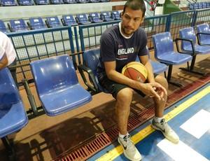 Mesmo durante a recuperação Valtinho foi aos treinos no Uberlândia todos os dias (Foto: Felipe Santos / GLOBOESPORTE.COM)