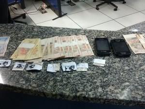 Material foi encontrado em Macaé com dois homens (Foto: Divulgação Polícia Militar)