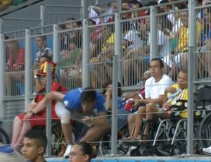 """Invasor """"cadeirante""""; Bélgica x Estados Unidos (Foto: Reprodução SporTV)"""