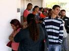 Candidatos formam fila imensa para inscrição de cursos em Sorocaba