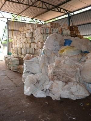 A devolução de embalagens vazias é baixa, diz Idaron (Foto: Paula Casagrande/G1)