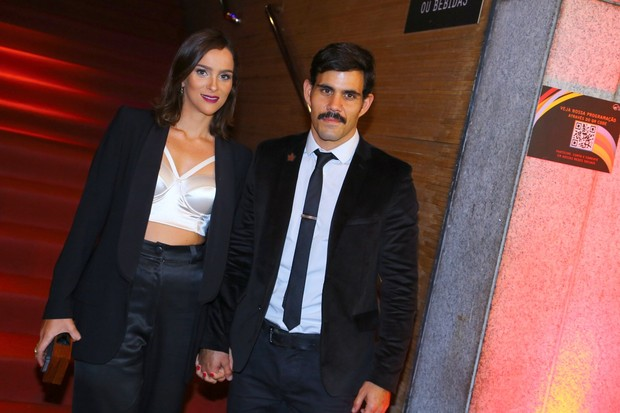Juliano Cazarré e a mulher (Foto: Alex Palarea e Marcello Sá Barreto / AgNews)