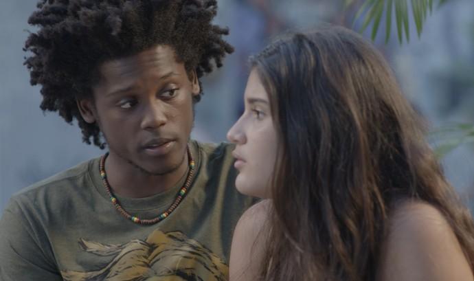 Beto ajuda Lívia a se reaproximar de Rodriguinho (Foto: TV Globo)