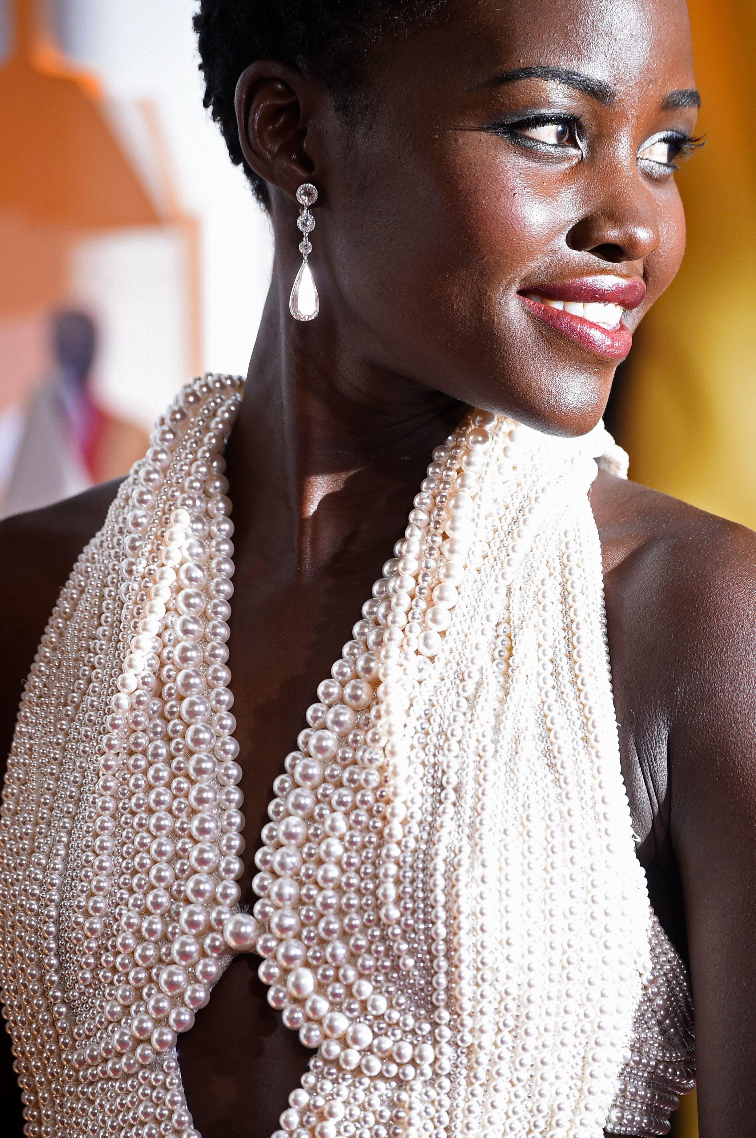 Lupita Nyong'o veste Calvin Klein (Foto: Getty Images)