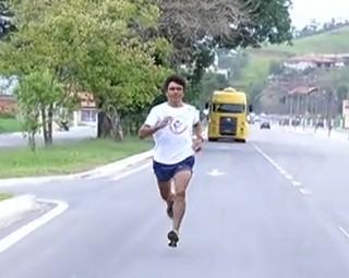 Sêo Francisco, corredor de Resende, é destaque nas competições de atletismo (Foto: Reprodução RJTV 2ª Edição)