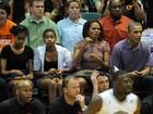 Obama torce por cunhado em jogo de basquete universitário no Havaí