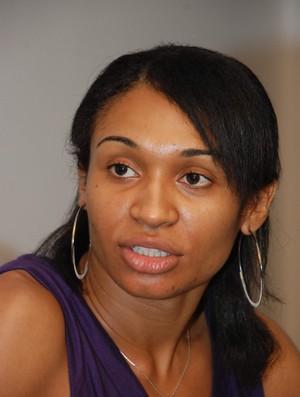 Iziane diz ter sido proibidade de falar com companheiras (Foto: Douglas Junior/O Estado)