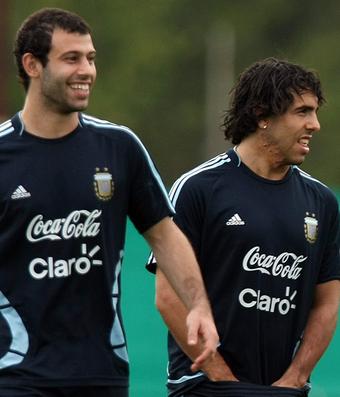 Carrossel Mascherano e Tevez, Argentina 2009 (Foto: EFE)
