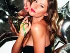 Gisele Bündchen veste modelitos em preto para ensaio de fotos de revista