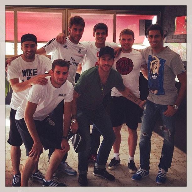 Arbeloa e Ramos com os novatos do Real Madrid (Foto: Reprodução Instagram)