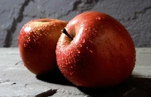 Maçã é uma boa opção de alimento para comer durante o Enem (Foto: Wikimedia Commons)