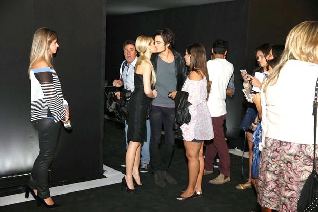 Isabelle Drumond e o namorado Tiago Iorc em festa no Rio (Foto: Ag News)