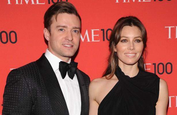 """Entrevistado no programa de Ellen DeGeneres em 2013, Justin Timberlake disse o seguinte sobre a esposa, a atriz Jessica Biel: """"Sempre que consigo, dou uma espiada nela quando ela não está me vendo. Nessa hora, penso 'Se você nunca fizer uma boa escolha — se você só fizer más escolhas — pelo resto da vida, você fez ao menos uma boa escolha'"""". (Foto: Getty Images)"""
