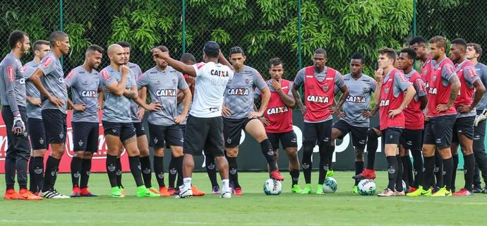 Roger Machado conversa com os jogadores do Atlético-MG (Foto: Bruno Cantini / Flickr do Atlético-MG)
