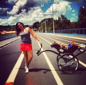 Mãe e filho com doença rara correm pelo 3ª ano e inspiram atletas em Uberlândia (Foto: Karolina Cordeiro/Arquivo Pessoal)