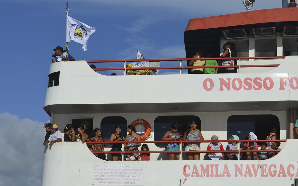 Imagem foi colocada em um lugar de destaque dentro da embarcação (Foto: Geovane Brito/G1)