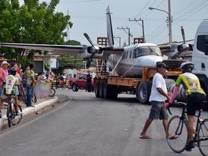 Aeronave transportada fez um pouso forçado na cidade de Piracuruca, no Piauí (Foto: Kairo Amaral/Portal Costa Norte)