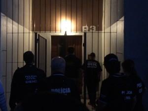 Polícia desarticula quadrilha de roubo de carros e tráfico de drogas no RS (Foto: Fábio Almeida/RBS TV)