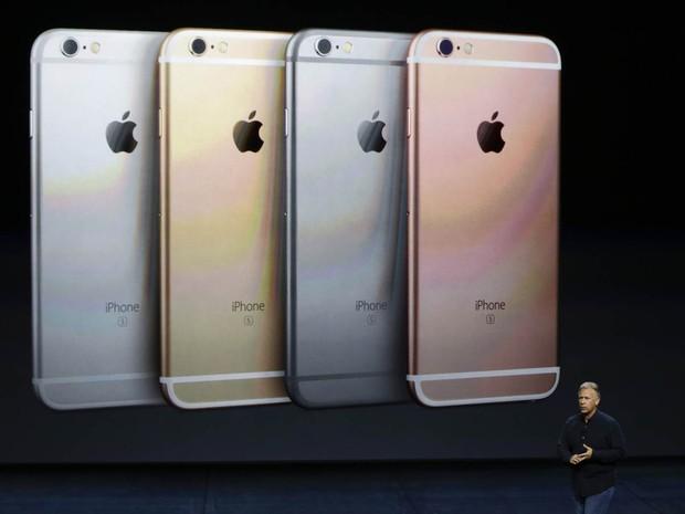 Novidades do iPhone 6s e do iPhone 6s Plus são apresentadas para a imprensa por Phil Schiller, vice-presidente sênior de marketing global da Apple, durante evento em San Francisco, na Califórnia (Foto: Eric Risberg/AP)