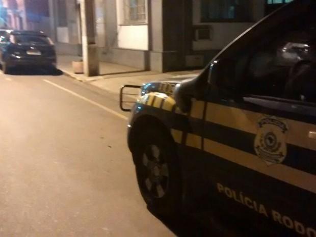 motorista bebada nua presa são borja rs (Foto: Divulgação/PRF)