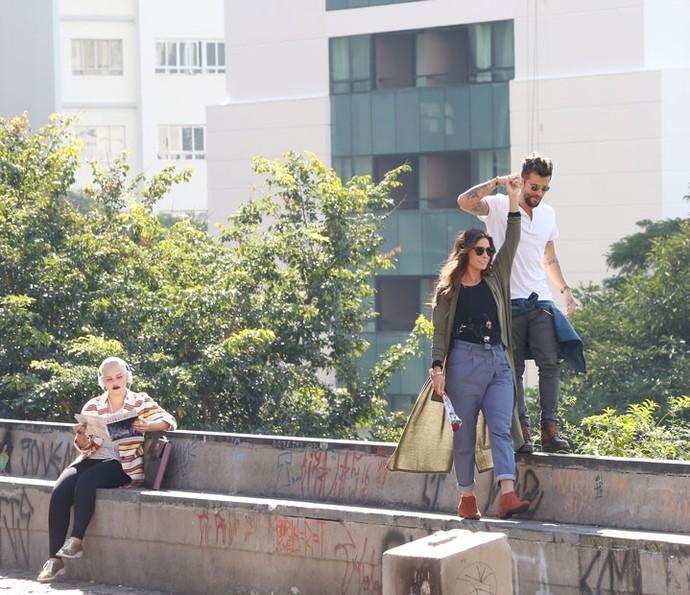 A dupla se diverte enquanto faz compras (Foto: Carol Caminha / Gshow)