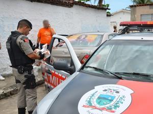 Suspeito negou o crime e foi encaminhado para a sede do TRE-PB (Foto: Walter Paparazzo/G1)