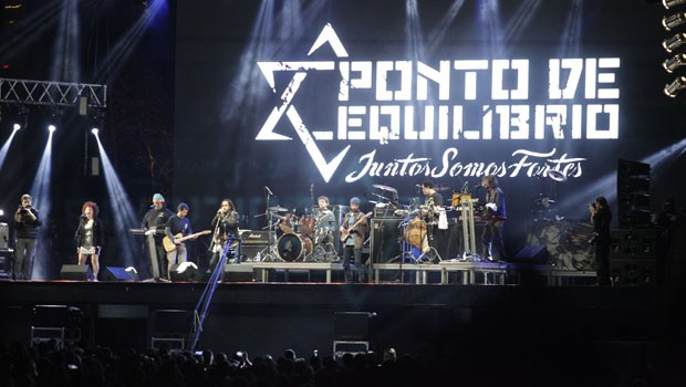 Enquanto isso, o palco principal era movimentado pelo reggae do Ponto de Equilíbrio (Foto: Luiz Renato Correa/RPC)
