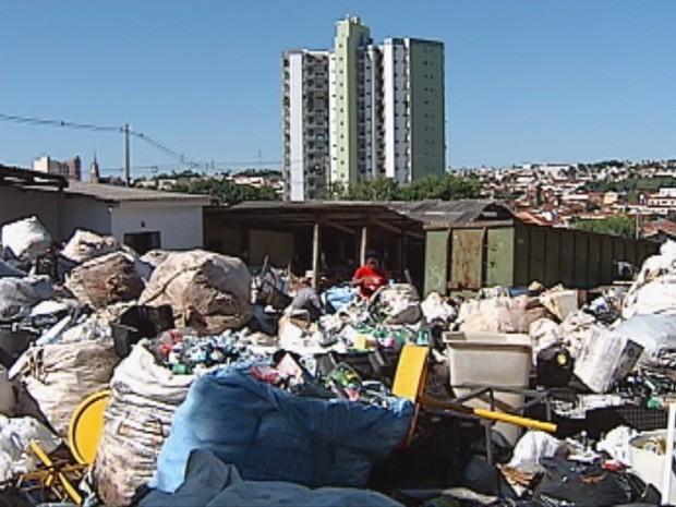 Prefeitura deverá fazer o serviço em outra área (Foto: Reprodução/TV TEM)