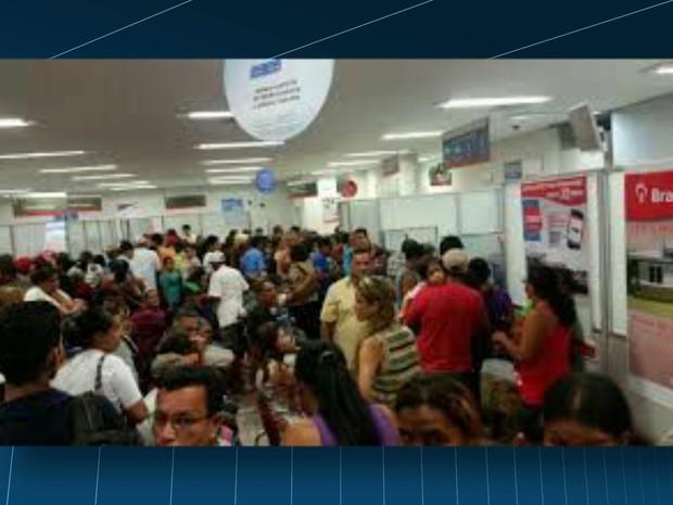 Funcionários não conseguiram fazer empréstimos pela manhã. (Foto: Reprodução / TV Globo)