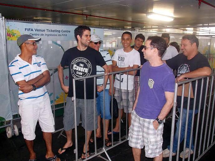 Venda de ingressos para a Copa do Mundo em Salvador (Foto: Thiago Pereira)