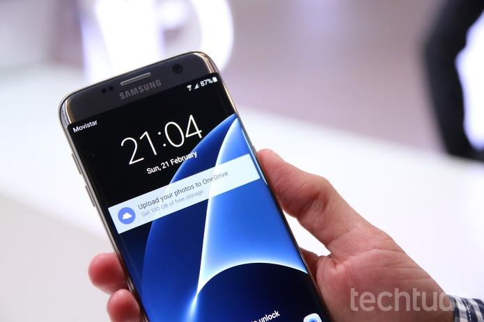 Tela do Galaxy S7 Edge ligada (Foto: Fabrício Vitorino/TechTudo)