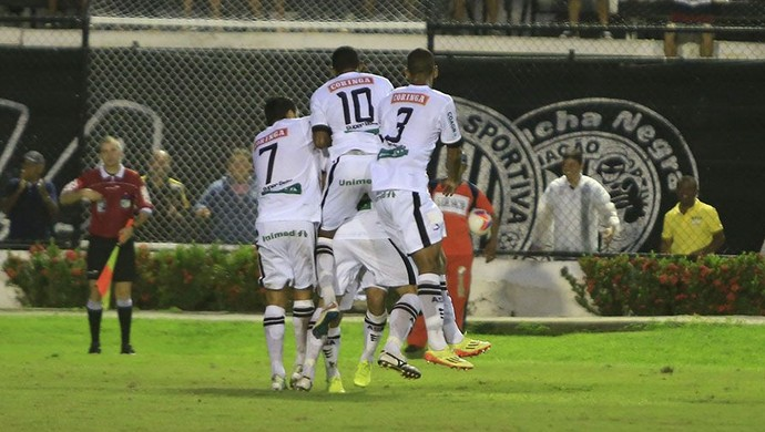 Jogadores do ASA comemoram gol de Max Carrasco (Foto: Ailton Cruz/ Gazeta de Alagoas)