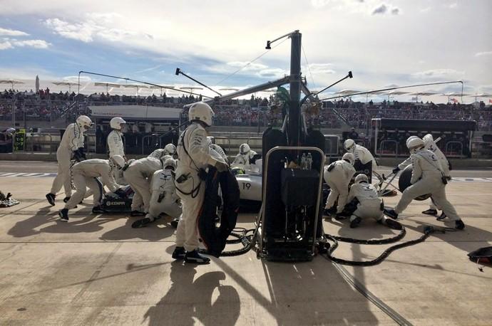 Felipe Massa nos boxes durante GP dos EUA. Williams demorou no pit stop (Foto: Reprodução/Twitter)