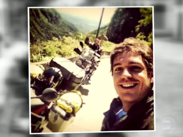 MarcoPigossi mostra fotos de viagem com o pai (Foto: TV Globo / Vídeo Show)