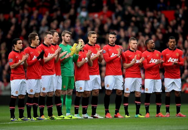 Jogadores do Manchester United, da Inglaterra, no centro do gramado (Foto: Richard Heathcote/Getty Images)