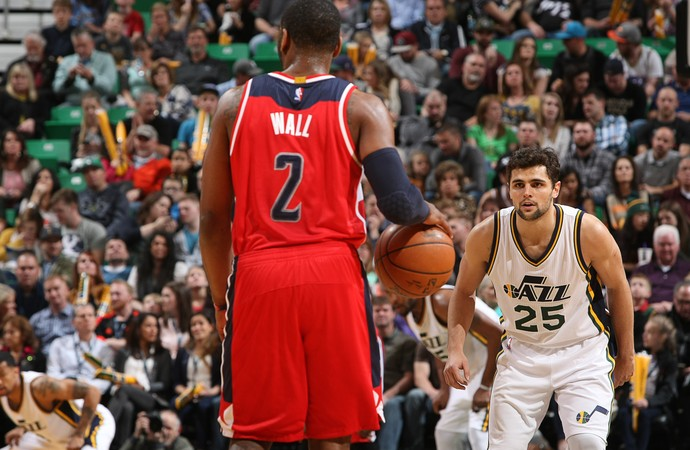 Raulzinho e John Wall Jazz x Wizards NBA (Foto: Getty)
