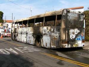 Ônibus de candidato a vereador em Campinas é incendiado (Foto: Reprodução EPTV)