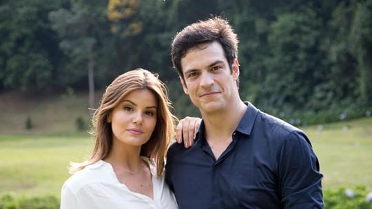 Mateus Solano e Camila Queiroz relembram momento em que se conheceram para nova novela