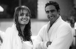 Veja fotos dos bastidores de cena romântica de Alice e Renato sob a chuva