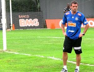 Montillo no treino do Santos (Foto: Marcelo Hazan / Globoesporte.com)