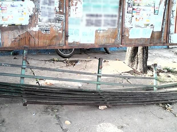 Banco de ponto de ônibus quebrado (Foto: Ivanildo Souza/Arquivo pessoal)