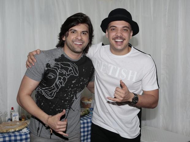 Pedrinho Pegação e Wesley Safadão em show no Recife, em Pernambuco (Foto: Rafael Cusato/ Brazil News)