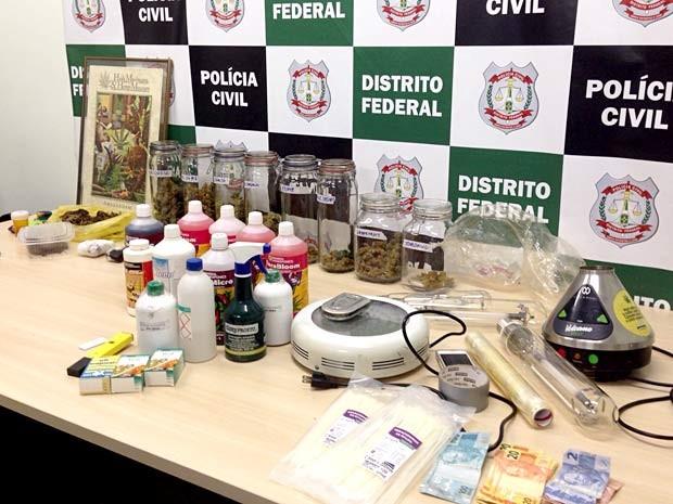 Maconha e material usado para o cultivo da droga apreendidos com lutador de MMA no Guará, no DF (Foto: Gabriel Luiz/G1)