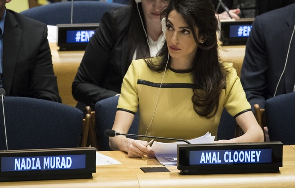 Amal Clooney representa vítimas do Estado Islâmico na ONU (Foto: Getty Images)